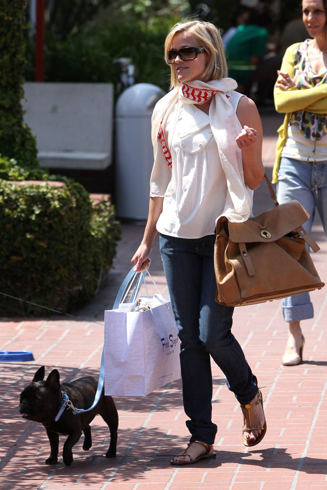1-Reese-Witherspoon-Bags-2.jpg